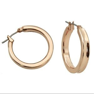 NWT Chunky rose gold Guess hoop earrings